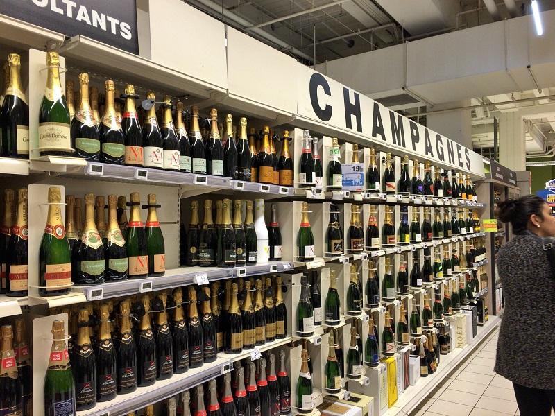 パリのスーパーでお土産探し!格安ワインを探せ!