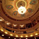 チェコ・プラハのオペラ座「国民劇場」座席の選び方。音と眺望の良い席はどこ?