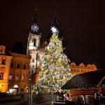 チェコ・プラハのクリスマスマーケットへ!音楽隊の演奏で賑わう旧市街広場を散策
