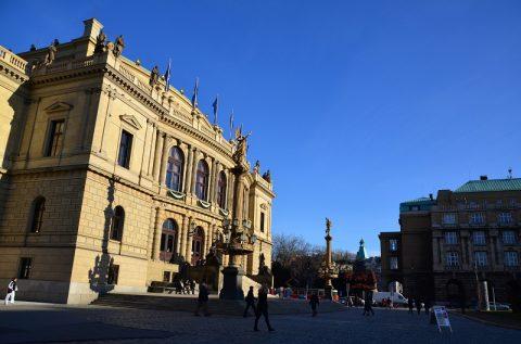 チェコ・プラハ旧市街広場のマーケットを散策