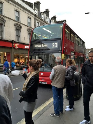 ロンドン【2階建てバス】先頭座席の座り心地をレポート!