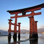 【厳島神社】の大鳥居を独り占め!干潮と満潮の水位の差はこんなにも違う(広島県・宮島)