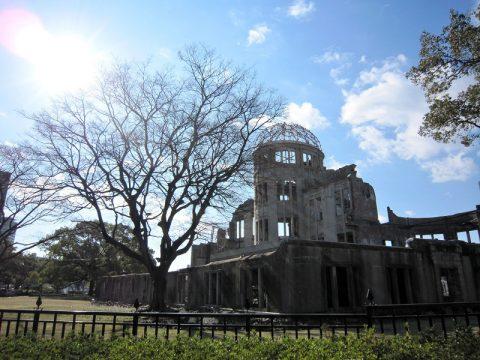 <原爆ドーム>の丸い屋根を、設計士の祖国チェコ・プラハに鑑みる