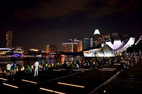 マリーナベイサンズからの夜景が最も美しい時間帯は?