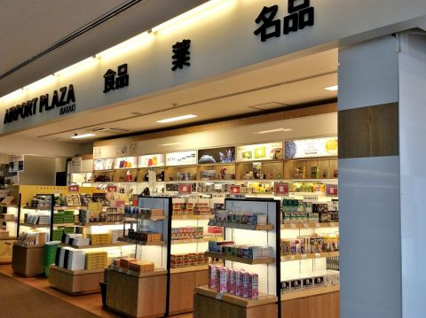 茨城空港の国際線カウンターと展望デッキ、中国人向けの薬局も?