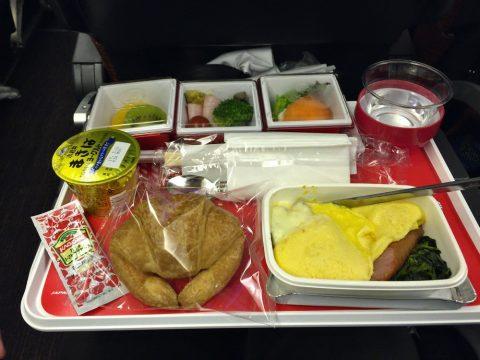 往復でこんなにも違う!JALエコノミークラス機内食の朝食を比較する