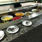 カンタス航空シンガポールラウンジのオーダー式メニューを食レポ!ビュッフェとワインの銘柄もチェック!