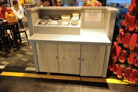 MALAYSIAN-FOOD-STREETの食器カウンター