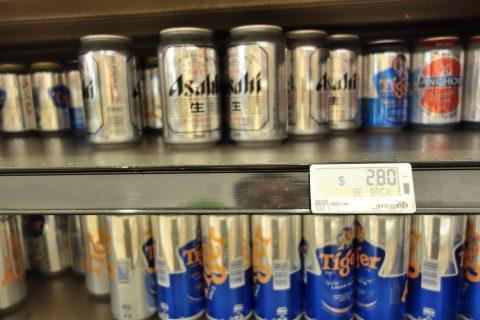 マリーナベイサンズのスーパーCold-Storageで売られているアサヒスーパードライ