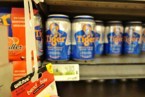 マリーナベイサンズのスーパーCold-Storageで売られているタイガービール