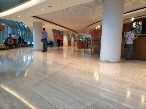 エスプラネードコンサートホールのホワイエ