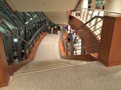 シンガポール交響楽団/エスプラネードコンサートホールホワイエの上階