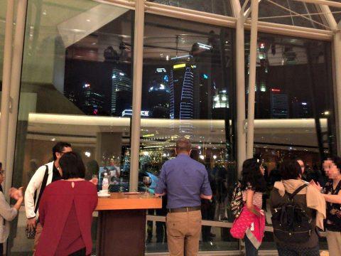 エスプラネードコンサートホールロビーから見る夜景