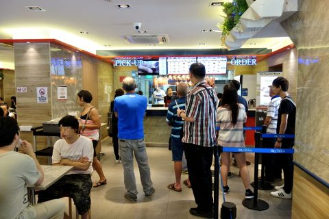 Hawker-CHAN「香港油鶏飯・面」のオーダー待ち