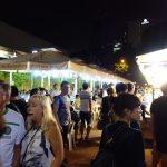 グルメ本で選ばれた店が集うマカンストラ・グラットンズ・ベイへ(シンガポール)