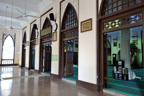 ハジャ・ファティマ・モスクのロビー
