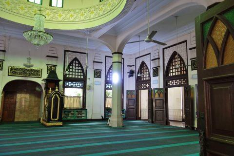 ハジャ・ファティマ・モスクのグリーンを基調とした礼拝堂