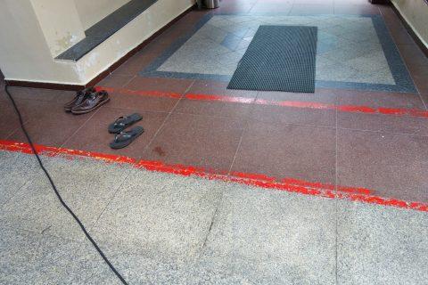 ハジャ・ファティマ・モスクの靴を脱ぐ場所