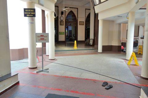 ハジャ・ファティマ・モスクの入口