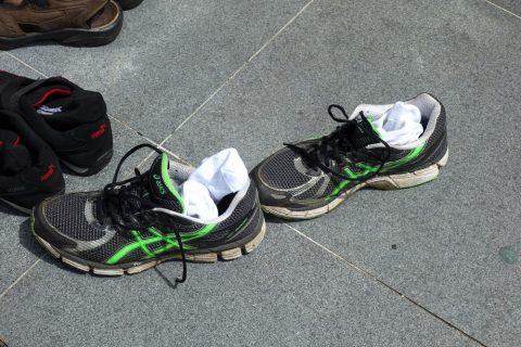 サルタン・モスクでは靴下も脱ぐ