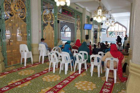 サルタン・モスクのシャンデリチックな装飾