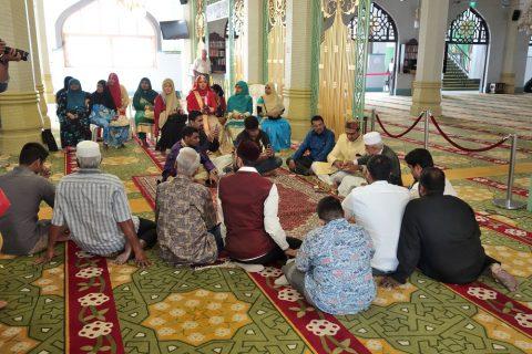サルタン・モスクで行われていた会合