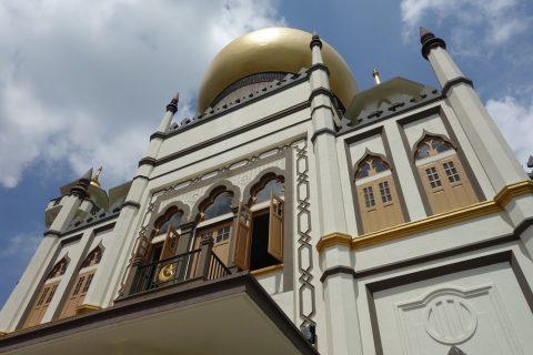 サルタン・モスクの礼拝時間と服装