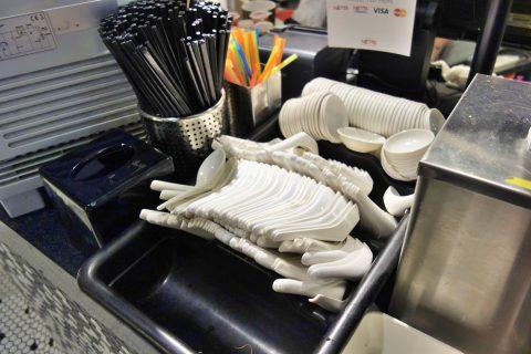 マリーナ・ベイ・サンズのフードコートRasapura-MASTERSの食器