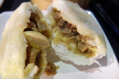 マリーナ・ベイ・サンズのフードコートRasapura-MASTERSで食べる具沢山の豚まん