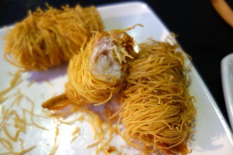 マリーナ・ベイ・サンズのフードコートRasapura-MASTERSで食べる海老のカダイフ巻き
