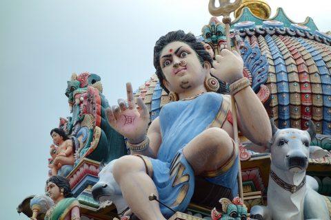 スリ・マリアマン寺院(シンガポール)の威圧的な神様