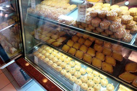シンガポール「東興」生菓子のラインナップ