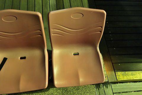 ウィングス・オブ・タイム‐プレミアムシートのプラスチックの椅子