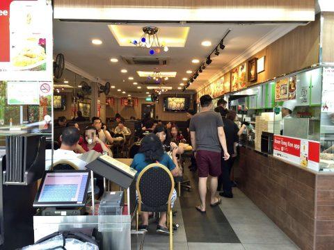 チキンライスの超有名店「文東記」そのお味は?(シンガポール)