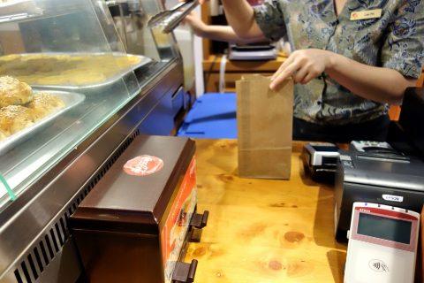 鳳凰餅家の決済は現金とクレジットカード