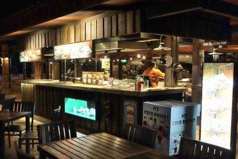 ナイトサファリのレストランのフードコート