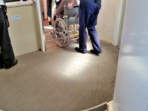 JAL車椅子タクシー乗り場まで案内