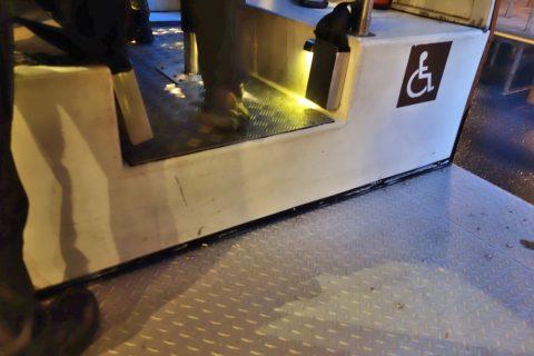 シンガポール「ナイトサファリ」トラムの車椅子スペース