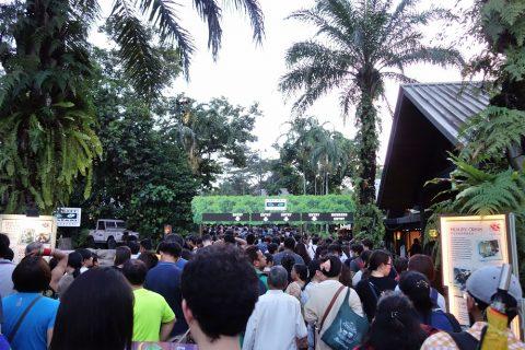 シンガポール「ナイトサファリ」混雑ぶり