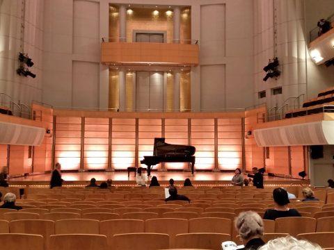 シドニーCity-Recital-Hallの白を基調とした客席