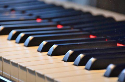 ピアノを目隠しをして弾いてみる