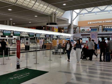 成田空港JALプレミアムエコノミーチェックインカウンター