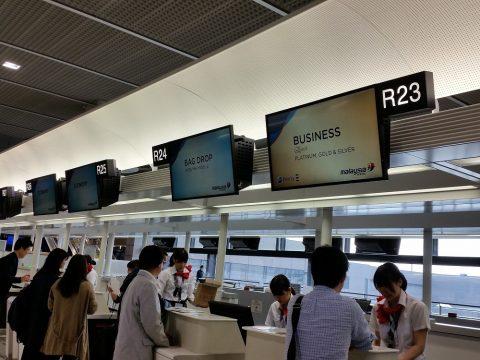 成田空港マレーシア航空カウンターの混雑