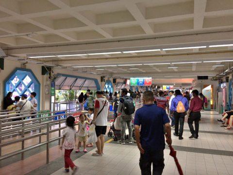 チョーチューカン駅のバスターミナル