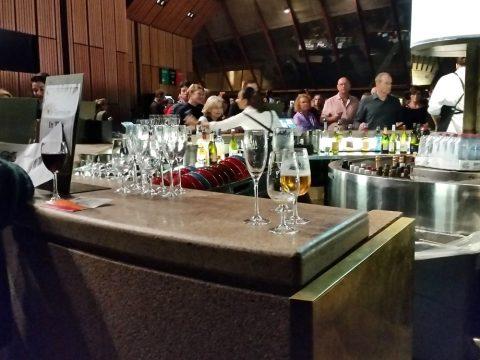シドニーオペラハウスで飲み終わったグラス