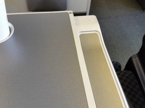 JAL国際線機材クラスJビジネスクラスシートSKYRECLINERのペン置き
