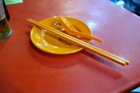 マレーシア屋台の食器の清潔感