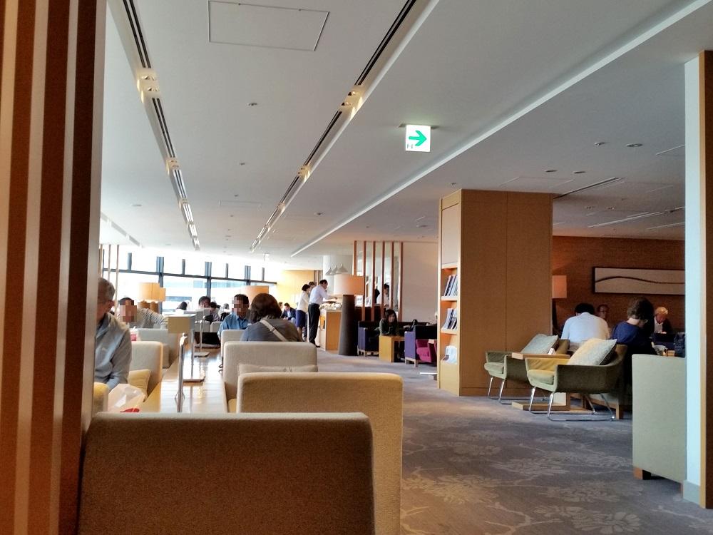 成田空港サクララウンジ(サテライト)朝の混雑状況を見る