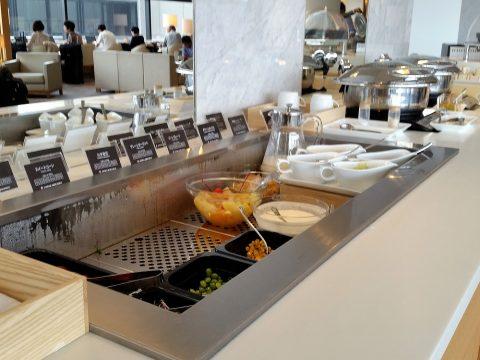 成田空港サクララウンジ(サテライト)サラダとデザート