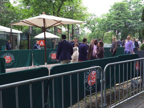 全仏オープンテニス会場はチケットがないと近づけない